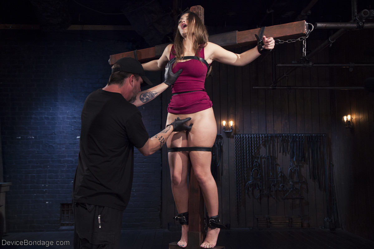 Порно порно фото девушка распятая