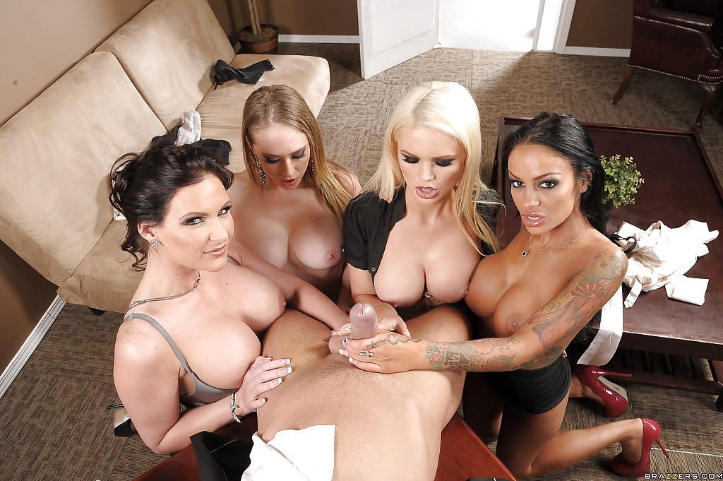 Счастливчик чпокается с классной порно звездой Sara Jay51