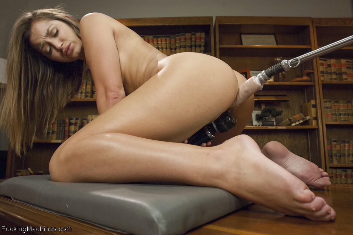 Ебля с лохматой вагиной Дэни Дэниелс