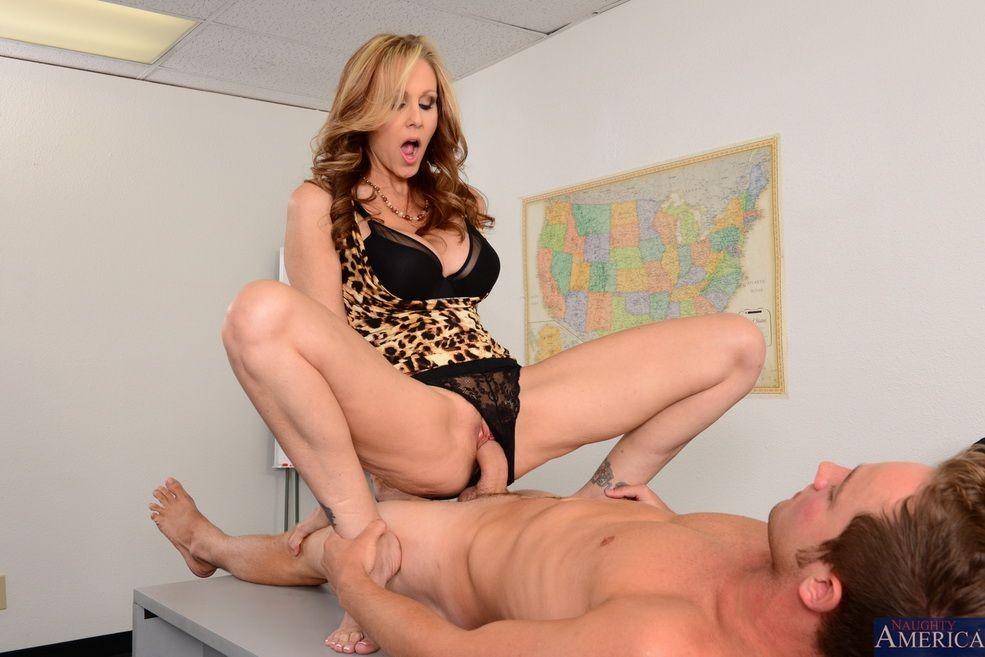 Порно дойки вофисе фото 65-531
