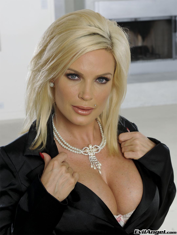 Порно с длинноногой актрисой