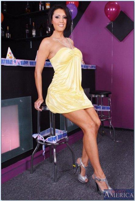 Шикарная звезда Abbey Brooks показывает сисяндры, Стройная модель Stormy  Daniels без лифчика позирует http   porno-zvezd.ru  a5e10a41e98