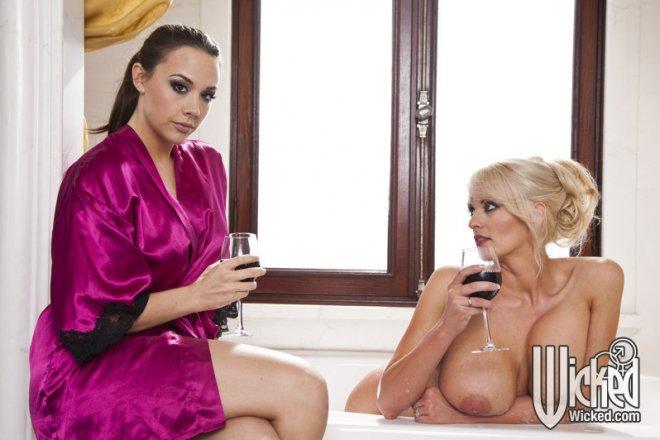 порно в ванной актрисы фото