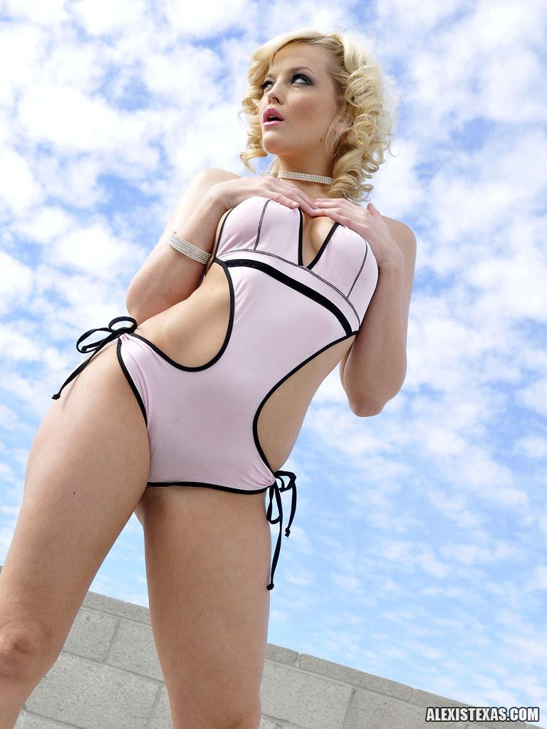 Нагая порноактриса Nikki Kane смотреть онлайн 1 фото